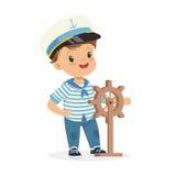 逗人喜爱微笑的小男孩字符佩带水手打扮拿着方向盘五颜六色的传染媒介例证 库存图片