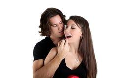 逗人喜爱深色的夫妇 免版税库存照片