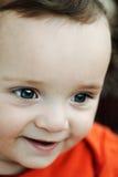 逗人喜爱男孩微笑。 库存图片
