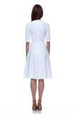 逗人喜爱白色短的礼服时尚编目衣物的秀丽的妇女 库存照片