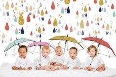 逗人喜爱的不同种族的小孩 库存图片
