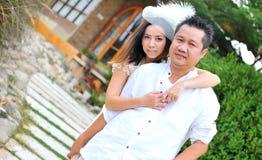 逗人喜爱的亚洲夫妇 库存图片