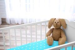 逗人喜爱的兔宝宝玩具 免版税库存图片