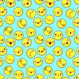 逗人喜爱的兴高采烈的面孔无缝的样式背景 意思号emoji 平的设计传染媒介 免版税库存照片