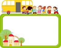 逗人喜爱的动画片孩子和校车框架 免版税库存照片