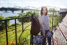 逗人喜爱的可爱的时髦的亚裔女孩少年在c的15-16岁 免版税库存照片