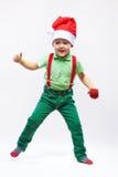 逗人喜爱的圣诞老人的在白色的帮手跳舞 免版税库存图片