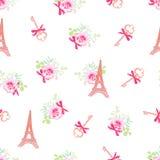 逗人喜爱的埃佛尔铁塔和钥匙花卉无缝的传染媒介样式 免版税图库摄影