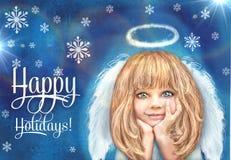 逗人喜爱的天使一点 有在与雪花的难看的东西蓝色背景隔绝的金发和白色翼的愉快的微笑的天使女孩 免版税库存照片