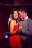 逗人喜爱的夫妇减慢一起跳舞 图库摄影