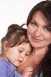 逗人喜爱的女儿妈妈纵向 免版税库存图片