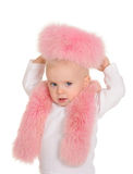 逗人喜爱的女婴在空白背景的桃红色毛皮作用穿戴了 免版税库存照片