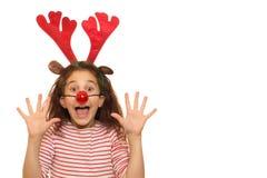 逗人喜爱的女孩佩带的圣诞节鹿角 免版税库存图片
