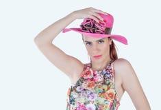 逗人喜爱的女孩和帽子 免版税库存图片