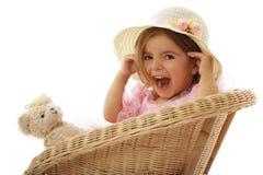逗人喜爱的女孩她小的嬉戏的玩具 免版税库存图片