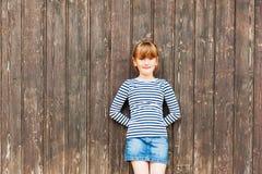 逗人喜爱的女孩少许室外纵向 免版税图库摄影