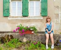 逗人喜爱的女孩少许室外纵向 库存图片