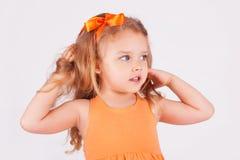 逗人喜爱的女孩少许纵向 免版税图库摄影