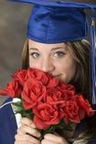 逗人喜爱的女孩毕业生 免版税库存图片