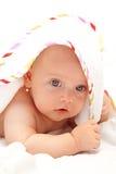 逗人喜爱的女孩毛巾 免版税库存照片