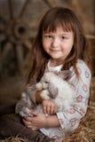逗人喜爱的女孩用兔子 库存照片