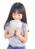 逗人喜爱的女孩藏品货币 免版税库存照片