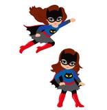 逗人喜爱的女孩超级英雄在飞行中和立姿的 库存图片