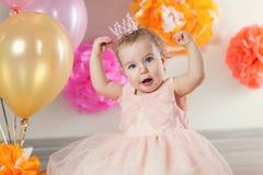 逗人喜爱的女婴庆祝生日一年 免版税图库摄影