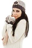 逗人喜爱的妇女包裹了温暖在冬天衣裳 免版税库存照片