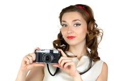 逗人喜爱的妇女的画象有照相机的 图库摄影