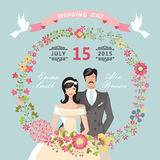 逗人喜爱的婚礼邀请 花卉花圈,动画片新娘,新郎 免版税库存图片