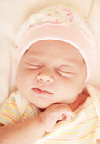 逗人喜爱的婴孩休眠的一点 免版税库存图片