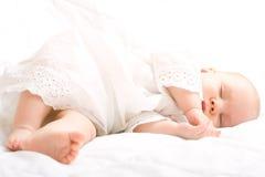 逗人喜爱的婴孩休眠的一点 免版税图库摄影
