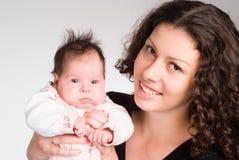 逗人喜爱的婴孩她的妈妈 库存照片