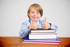 逗人喜爱的学生的综合图象与书的 免版税库存照片