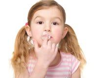 逗人喜爱的小女孩口香糖特写镜头  库存图片