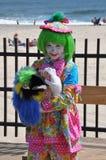 逗人喜爱的小女孩小丑 免版税库存照片