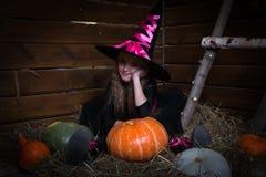 逗人喜爱的小女孩巫婆 库存照片