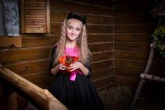 逗人喜爱的小女孩巫婆 免版税库存图片
