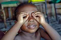 逗人喜爱的小女孩,狄亚尼,肯尼亚 免版税库存图片
