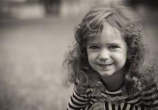 逗人喜爱的小女孩 免版税库存照片