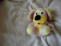 逗人喜爱的小狗玩具射击 库存图片