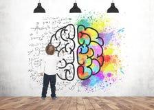 逗人喜爱的小男孩文字图画标志脑子 库存图片