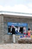 逗人喜爱的小的海滩商店 库存照片
