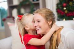 逗人喜爱的庆祝圣诞节的女儿和母亲 库存图片