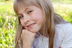 逗人喜爱的微笑女孩 库存图片