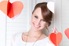 年轻逗人喜爱的微笑的女孩 免版税图库摄影