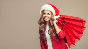 逗人喜爱的微笑的妇女画象圣诞老人帽子的 库存照片