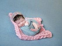 逗人喜爱的微笑的婴孩画象 免版税图库摄影