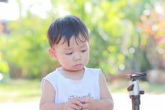 逗人喜爱的快乐的孩子 图库摄影